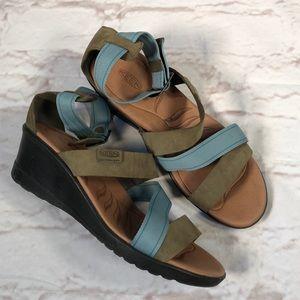 Keen sandals. Size 9. Wedge heel